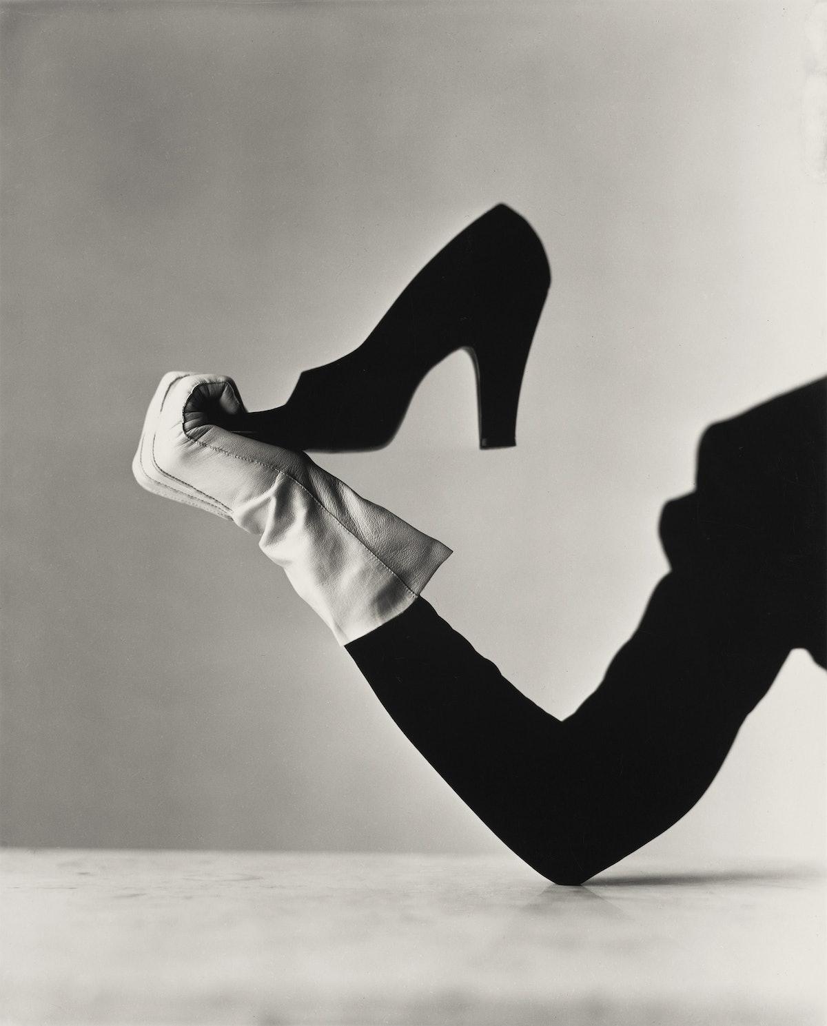 Glove & Shoe.eps