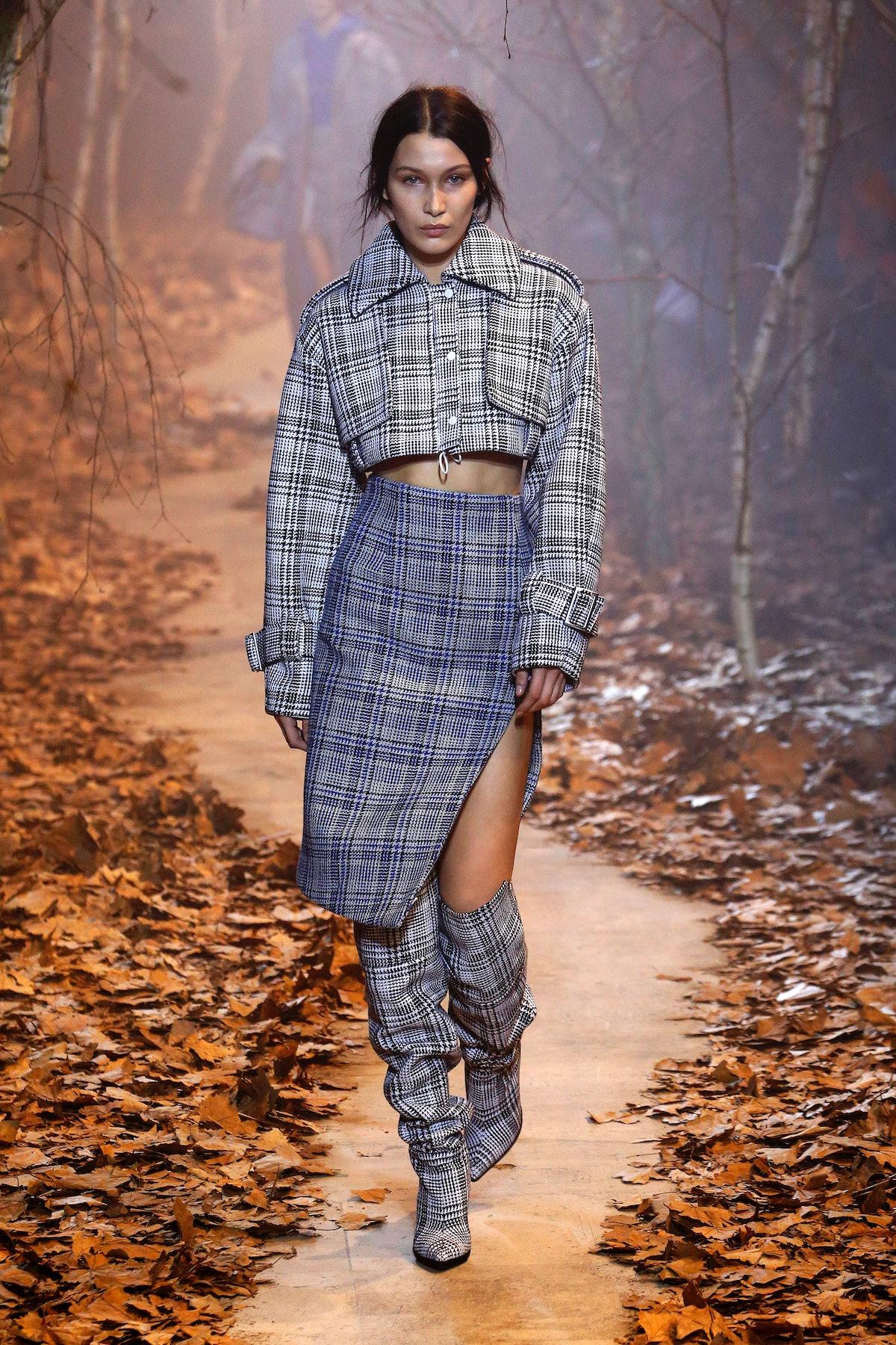 Off-White: Runway - Paris Fashion Week Womenswear Fall/Winter 2017/2018