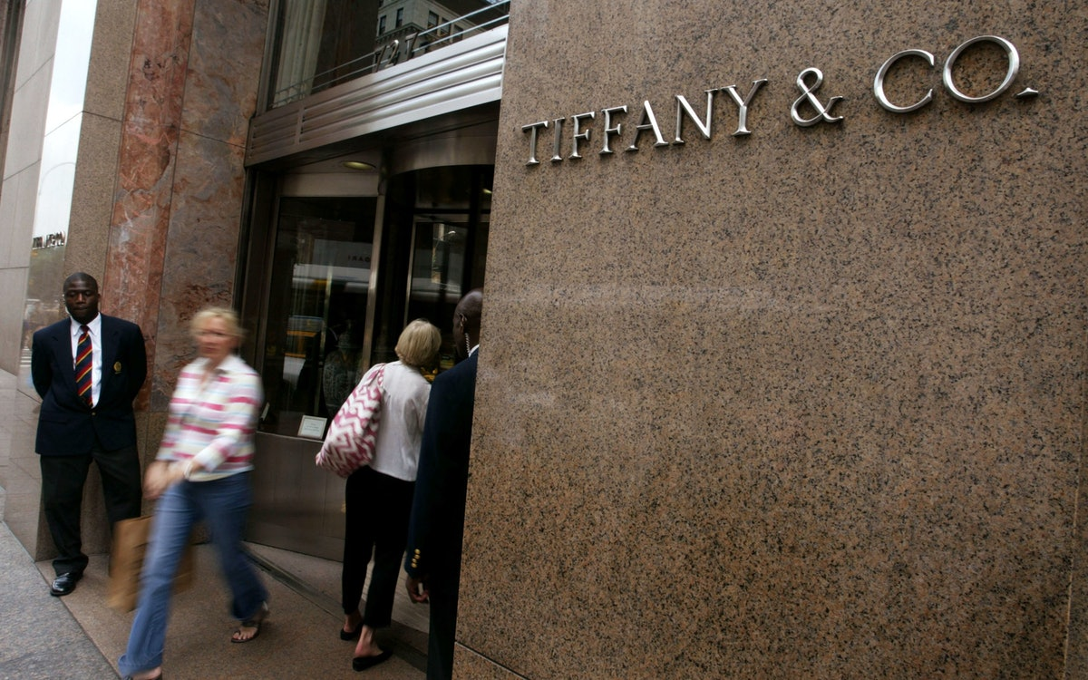 Tiffany's 2Q Profits Fall 11 Percent