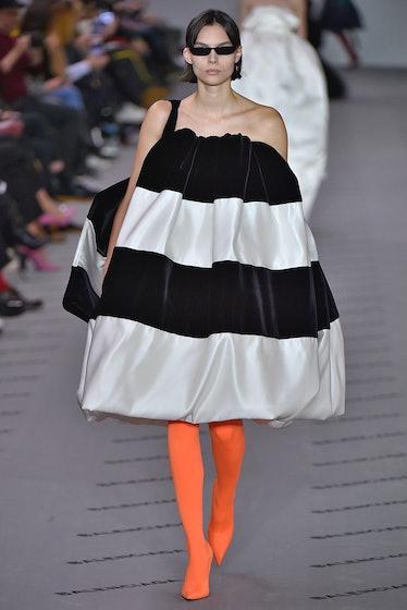 Balenciaga : Runway - Paris Fashion Week Womenswear Fall/Winter 2017/2018