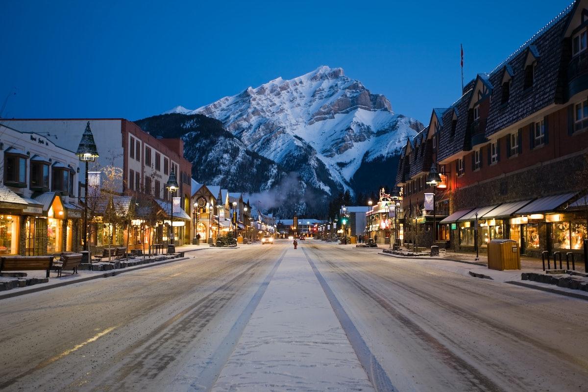 Destination_Signature_Banff_Avenue_Nightime_Winter_Paul_Zizka_11_Horizontal.jpg