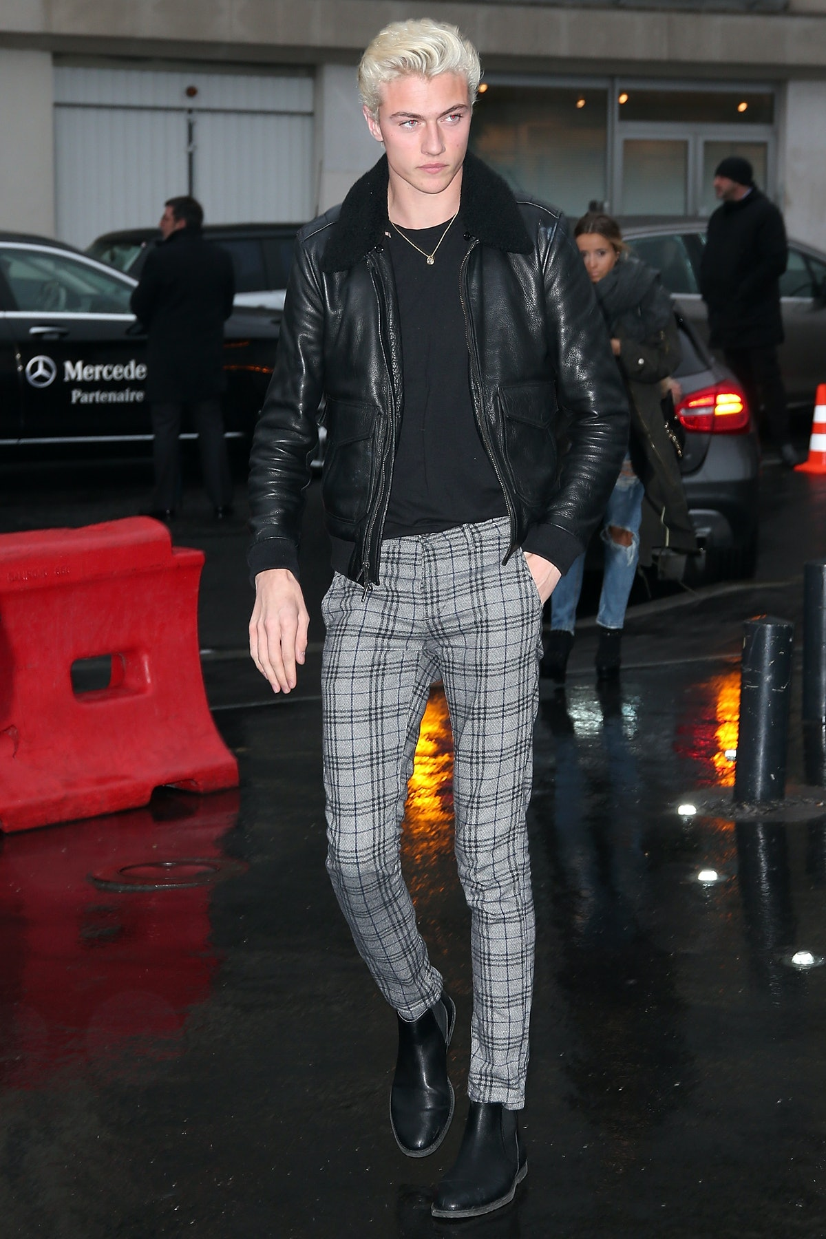 Anthony Vaccarello : Outside Arrivals - Paris Fashion Week Womenswear Fall/Winter 2016/2017