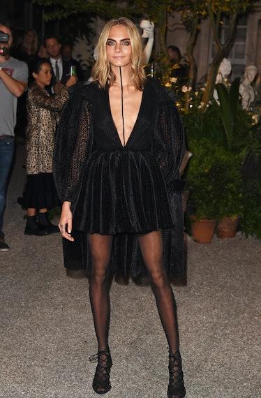 Cara Delevingne in all balck dress.