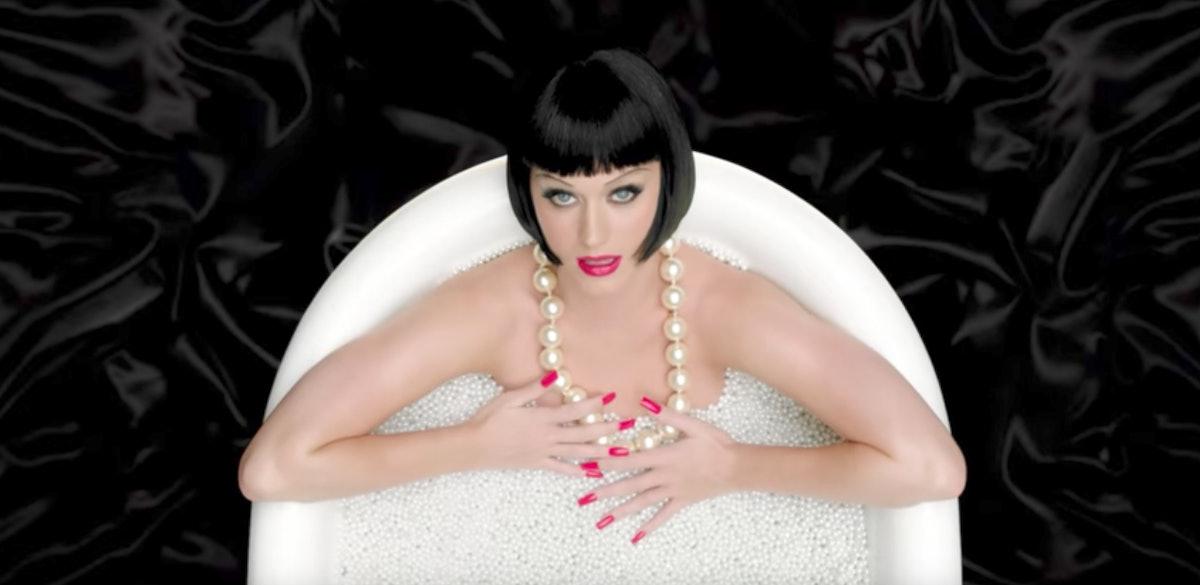 katy-perry-pearl-bath.jpg