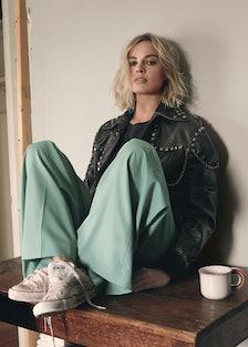 Margot Robbie - November 2017 - Playing It Cool