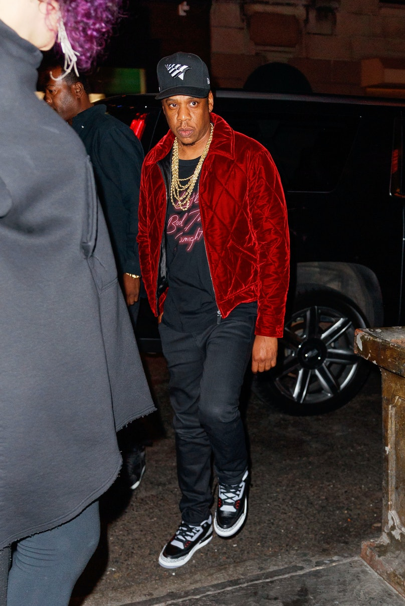 Beyonce holds her rear end when getting into her SUV with Jay-Z after the 'SNL' after party in New York