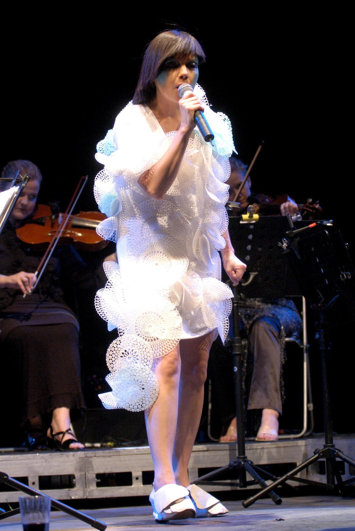 Bjork in Concert at Coney Island - August 23, 2003