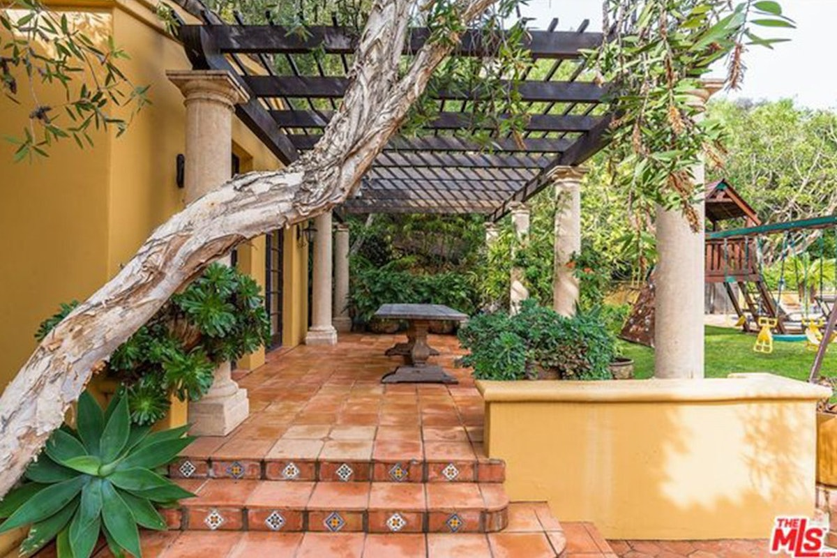 Charlie-Sheen-Sells-Another-Mulholland-Estates-Mansion-062416-PATIO.jpg