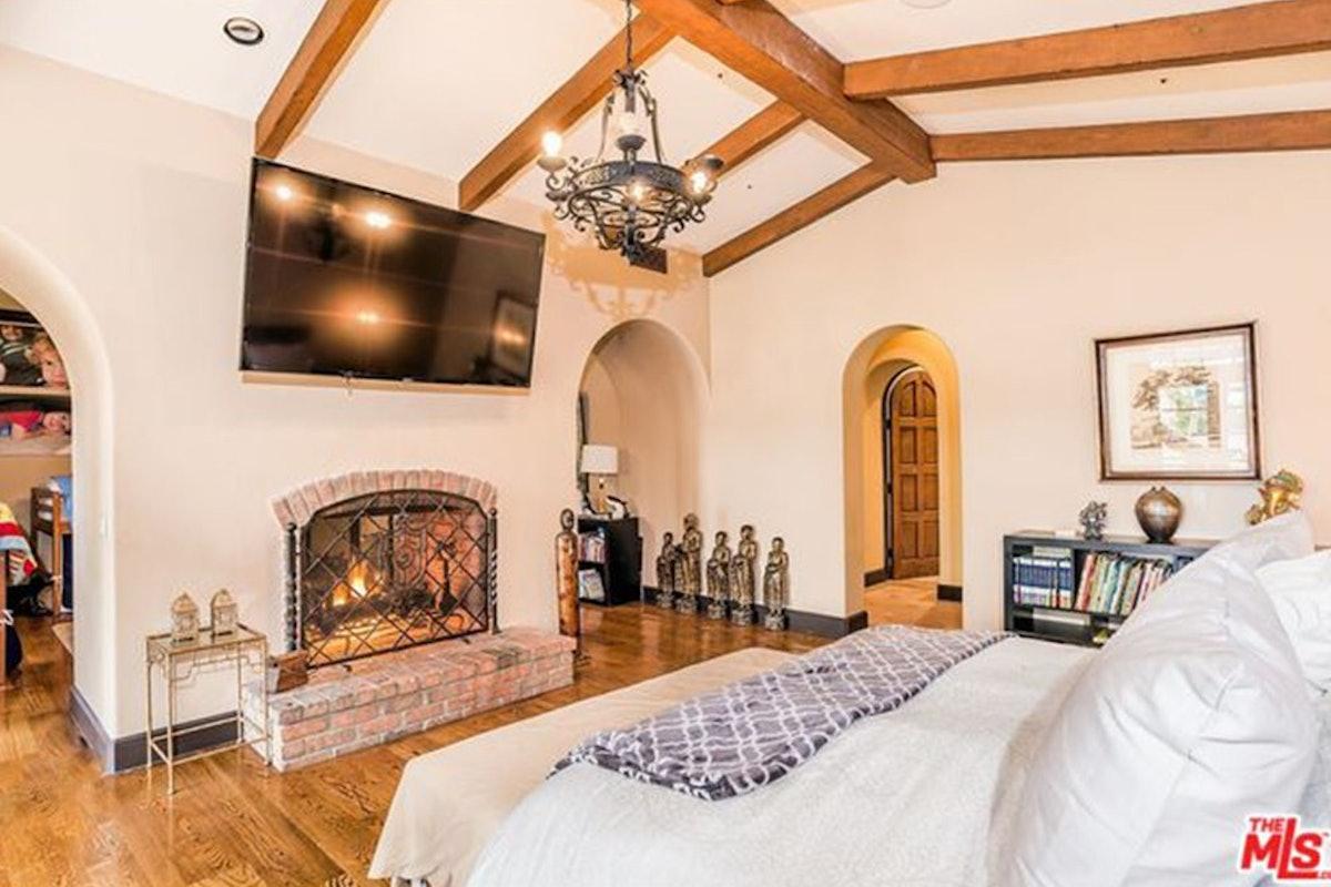Charlie-Sheen-Sells-Another-Mulholland-Estates-Mansion-062416-BED-3.jpg