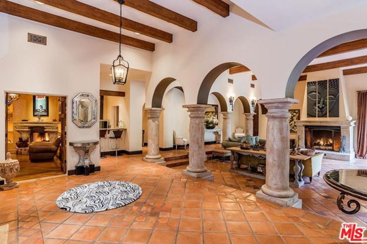 Charlie-Sheen-Sells-Another-Mulholland-Estates-Mansion-062416-FOYER.jpg