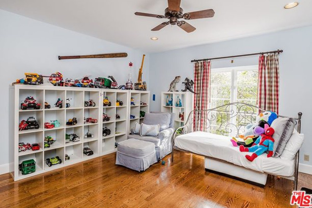Charlie-Sheen-Sells-Another-Mulholland-Estates-Mansion-062416-PLAYROOM.jpg