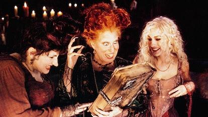 HOCUS POCUS, from left: Kathy Najimy, Bette Midler, Sarah Jessica Parker, 1993, © Buena Vista/courte