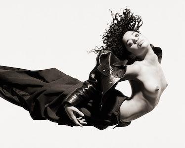 062 Lisa Bonet Floating.jpg