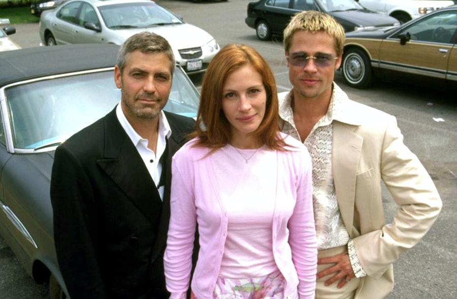 OCEAN'S ELEVEN, George Clooney, Julia Roberts, Brad Pitt, 2001, (c) Warner Brothers/courtesy Everett
