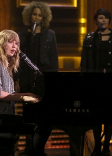 Taylor Swift Plays New Single 'New Year's Day' on The Tonight Show