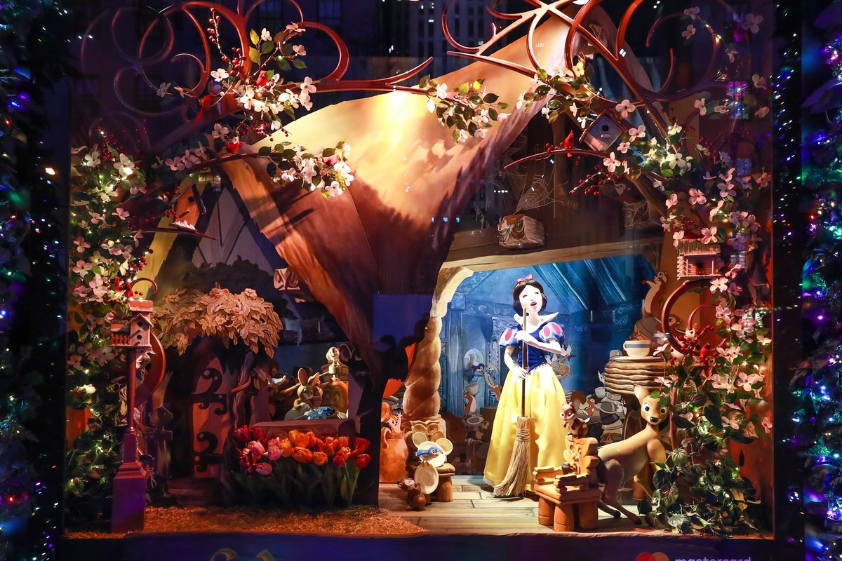 """Saks Fifth Avenue and Disney unveil """"Once Upon a Holiday"""", 2017 Holiday Windows and Light Show"""