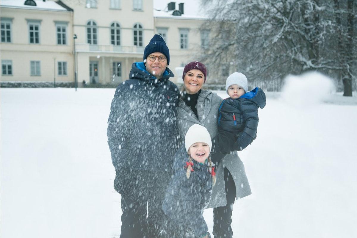 Haga slott, Stockholm. December 2017.Kronprinsessparet, Prinsessan Estelle och Prins Oscar sänder en...