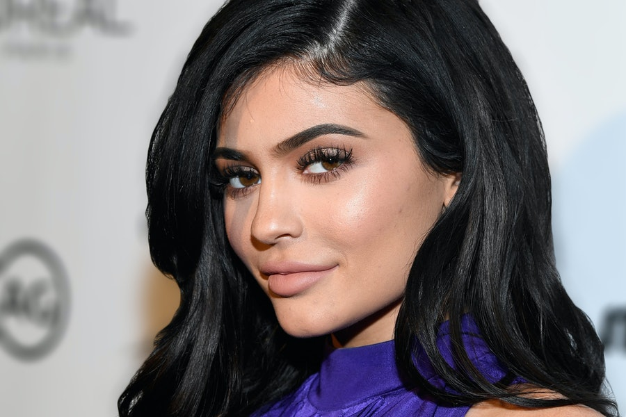 """Is Kylie Jenner FINALLY Revealing Her Pregnancy Over FaceTime in the New """"KUWTK"""" Promo?"""