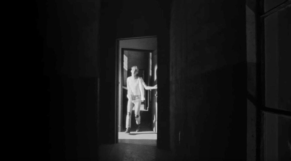 troye-sivan-hallway.jpg