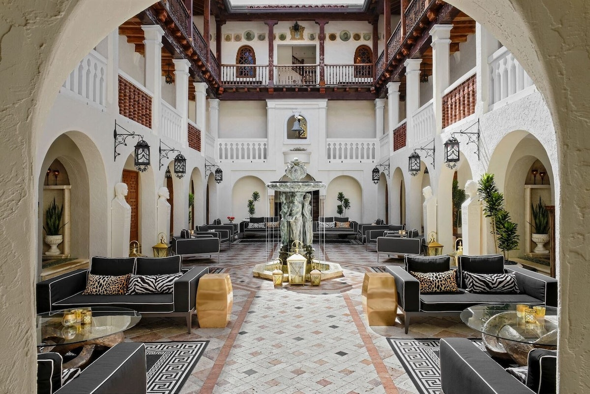 A Look Inside Gianni Versace S Totally Ridiculous Miami Mansion Now A Boutique Hotel Naturally