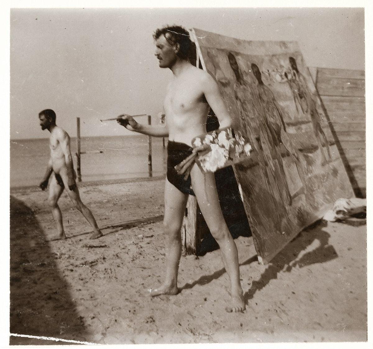 Edvard Munch på stranden med pensel og palett