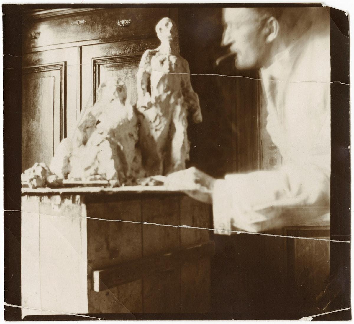 Edvard Munch med utkast til Nasjonalmonument