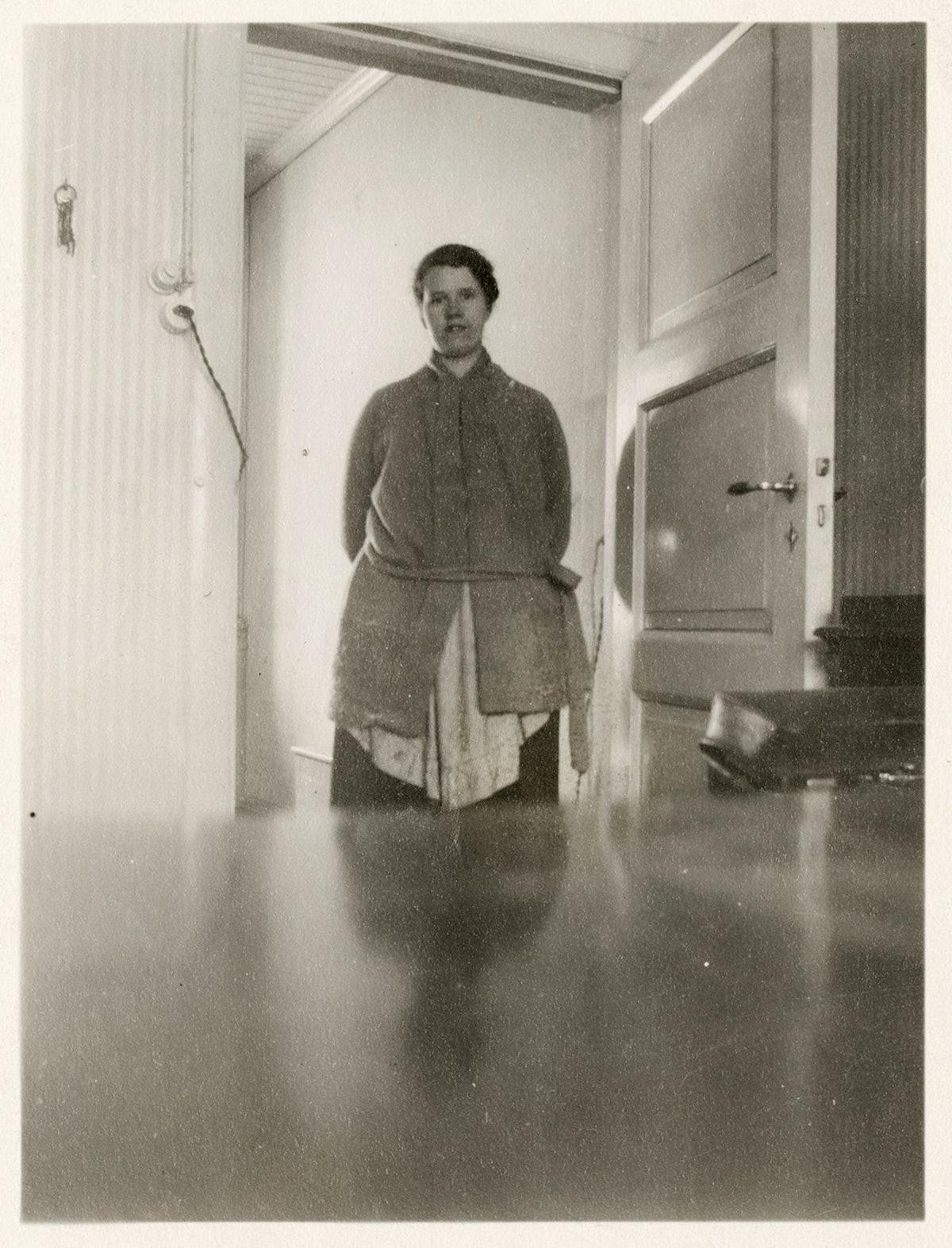 Edvard Munchs husholderske i døren