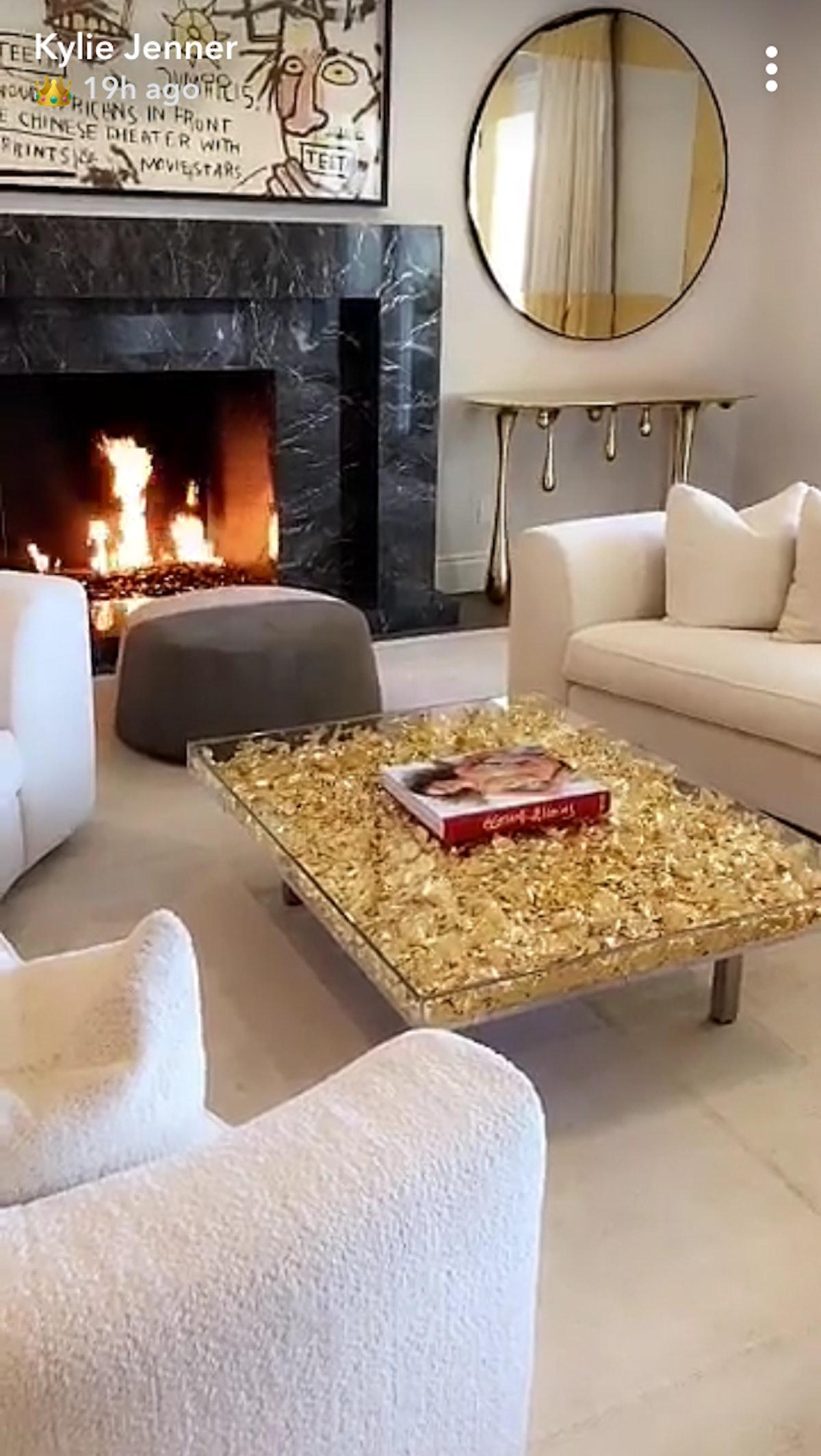 kylie-jenner-living-room.PNG