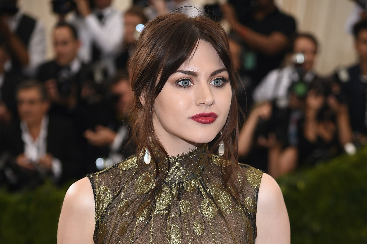 frances-bean-cobain-first-song-after-fathers-death.jpg