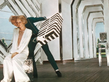 THE BOY FRIEND, Twiggy (seated), Christopher Gable, 1971