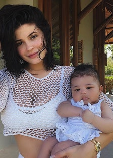 kylie-jenner-on-her-first-family-vacation-travis-scott-stormi.jpg