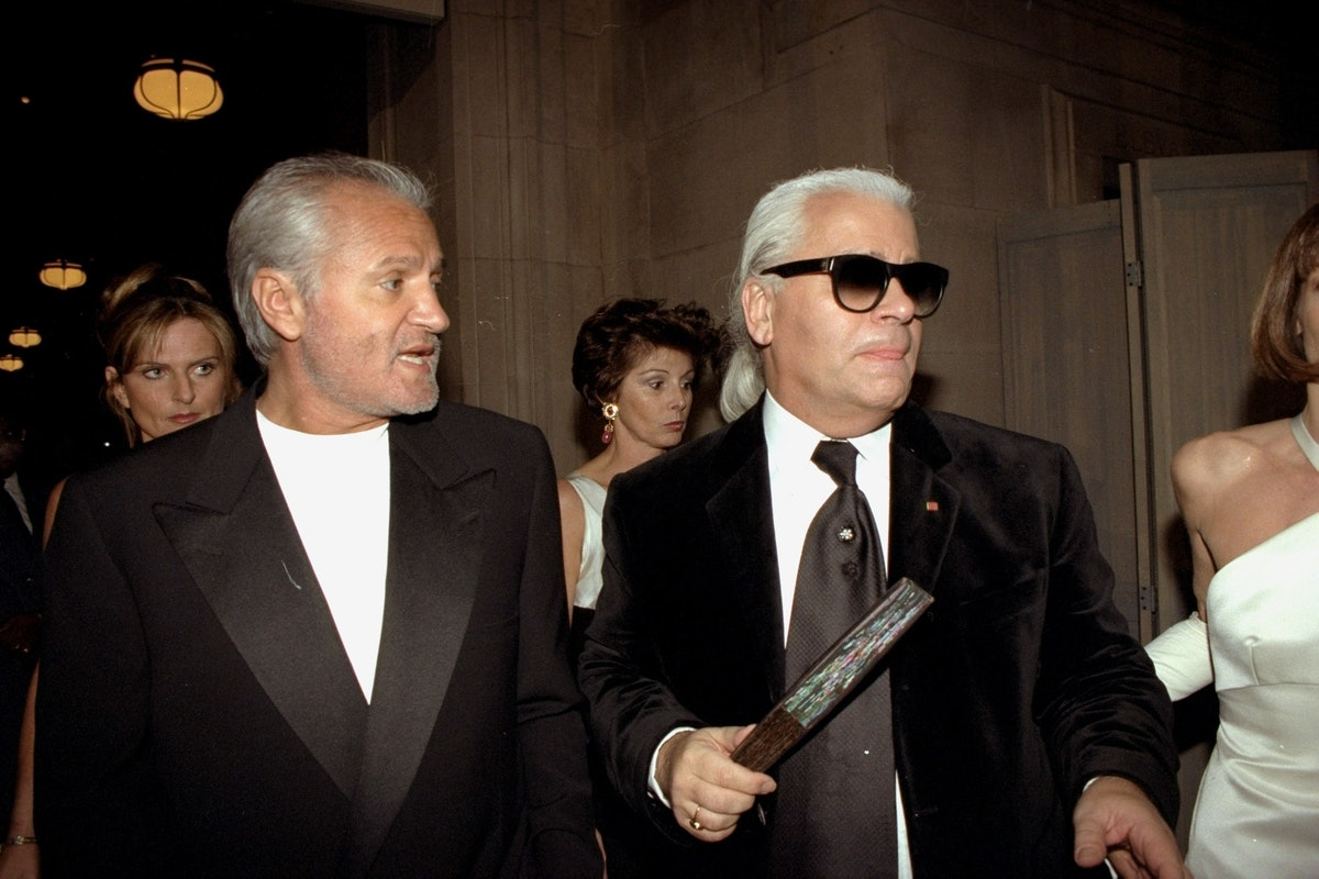 Designers Gianni Versace (left) and Karl Lagerfeld arrive fo