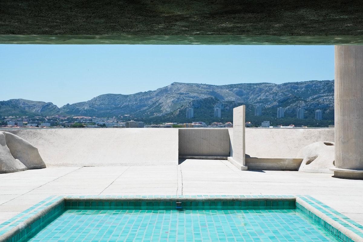 ©Pixabay_swimming-pool-architec...corbusier-389375-2.jpg