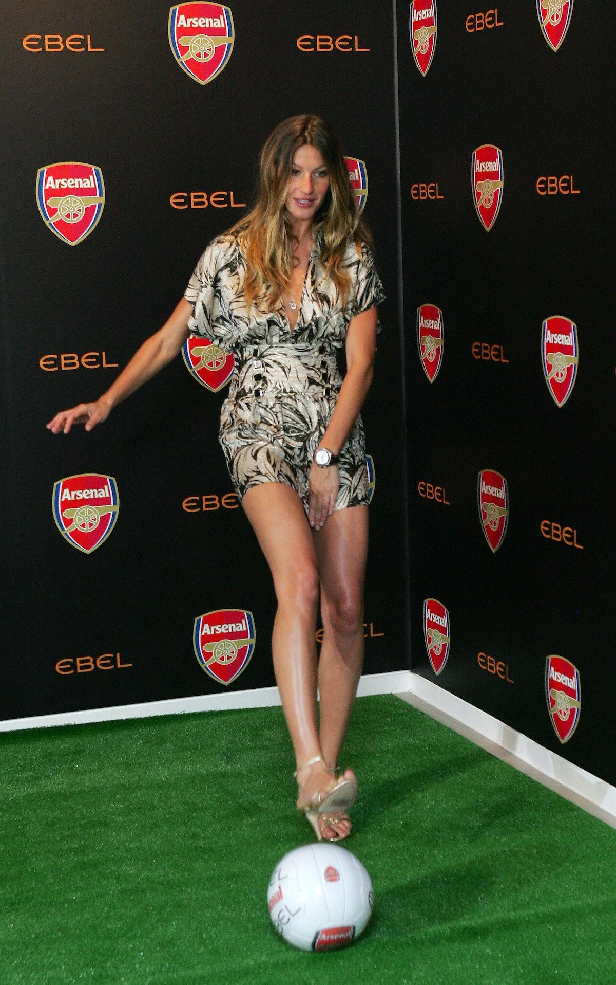 Brazilian Supermodel Gisele Bundchen (L)