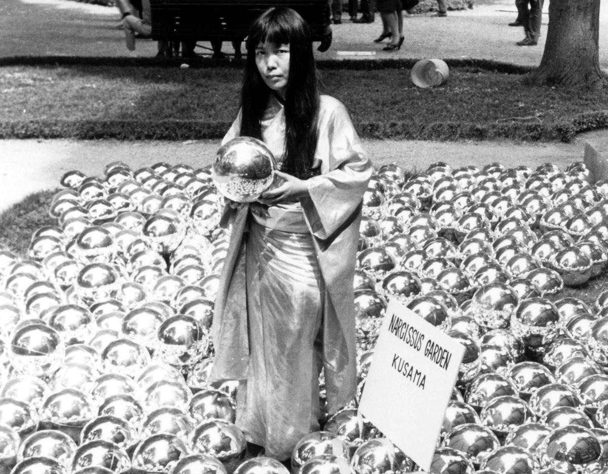 yayoi-kusama-venice-biennale-1966.jpg