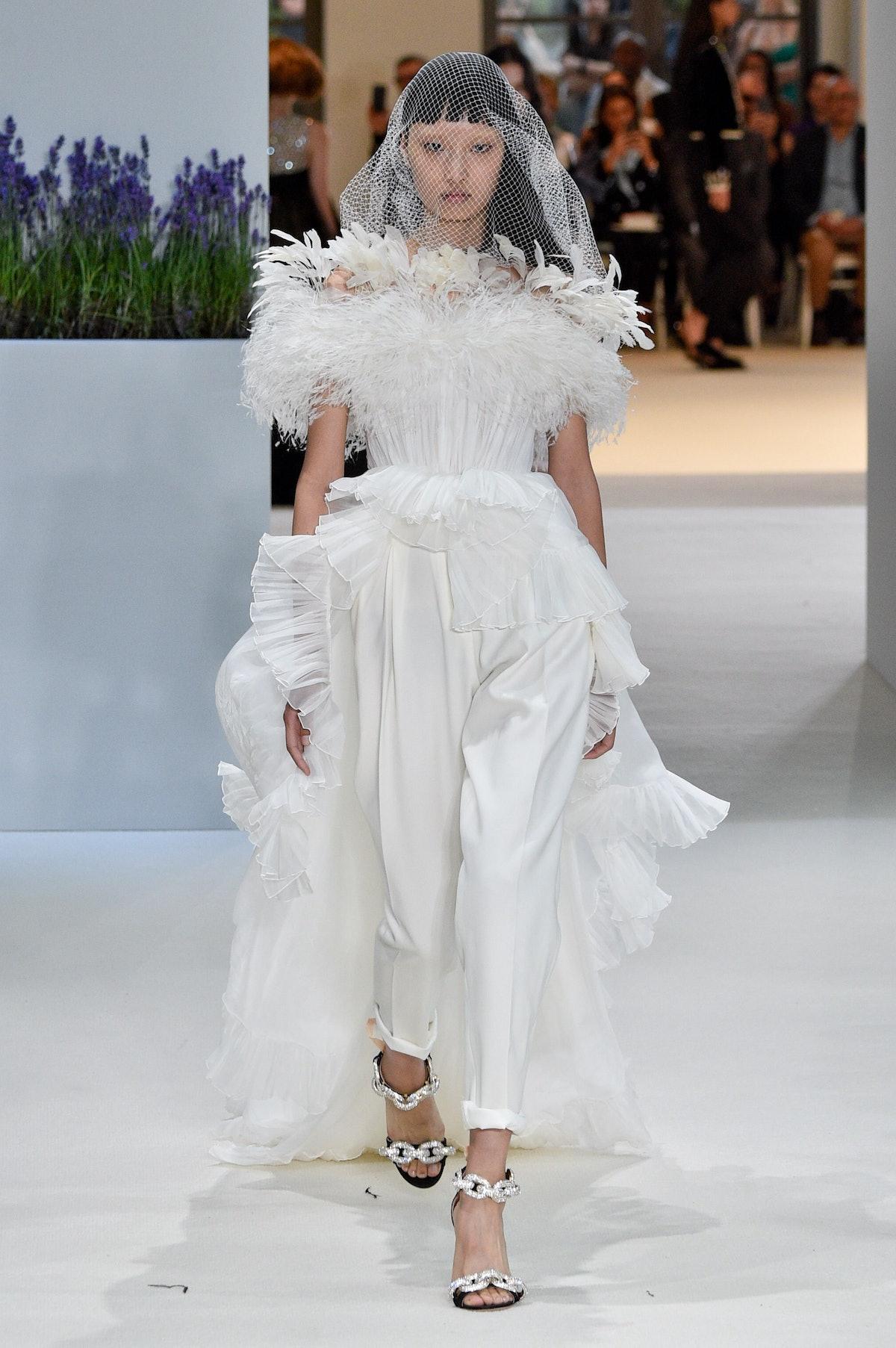 Giambattista Valli : Runway - Paris Fashion Week - Haute Couture Fall Winter 2018/2019