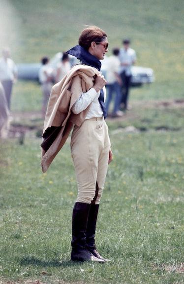 Jackie O looking like an equestrian