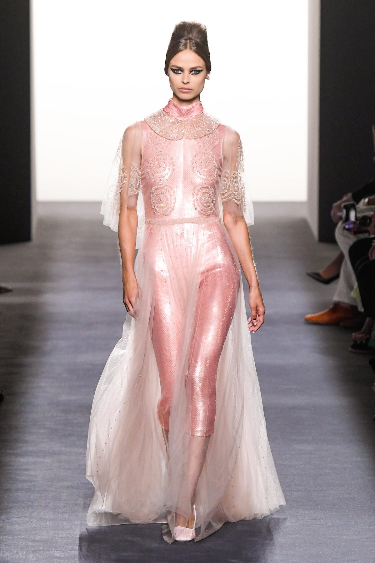 Fendi Couture : Runway - Paris Fashion Week - Haute Couture Fall Winter 2018/2019