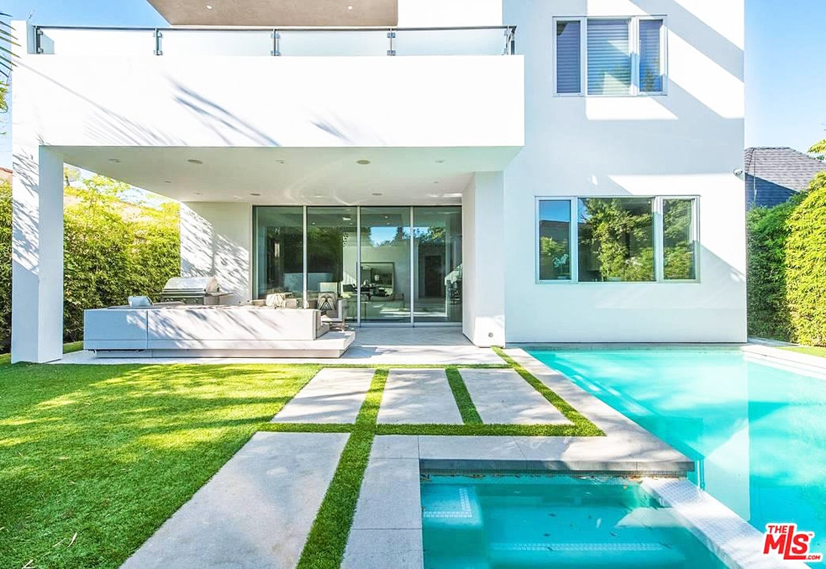 Kendall-Jenner-Ben-Simmons-West-Hollywood-Home-pool-08.jpg