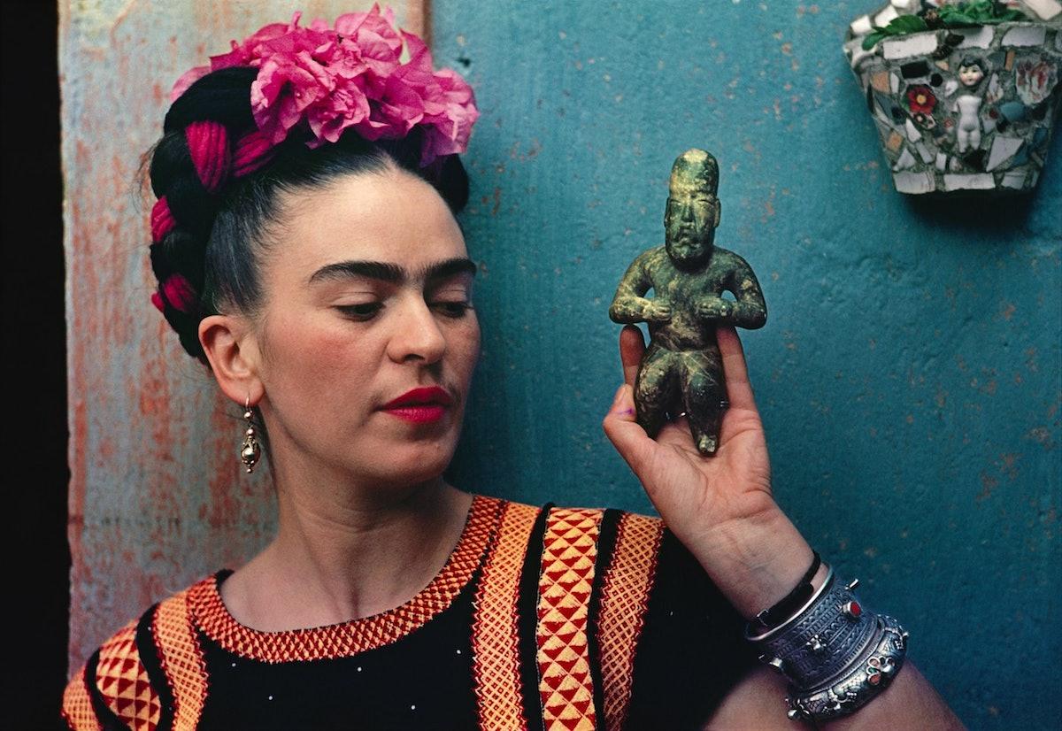 Frida Kahlo with Olmec figurine, 1939. Photograph Nickolas Muray. © Nickolas Muray Photo Archives.jp...