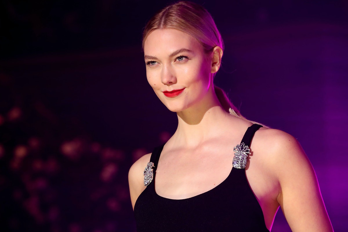 This Photo of Karlie Kloss and Josh Kushner Kissing Is Highly Cinematic