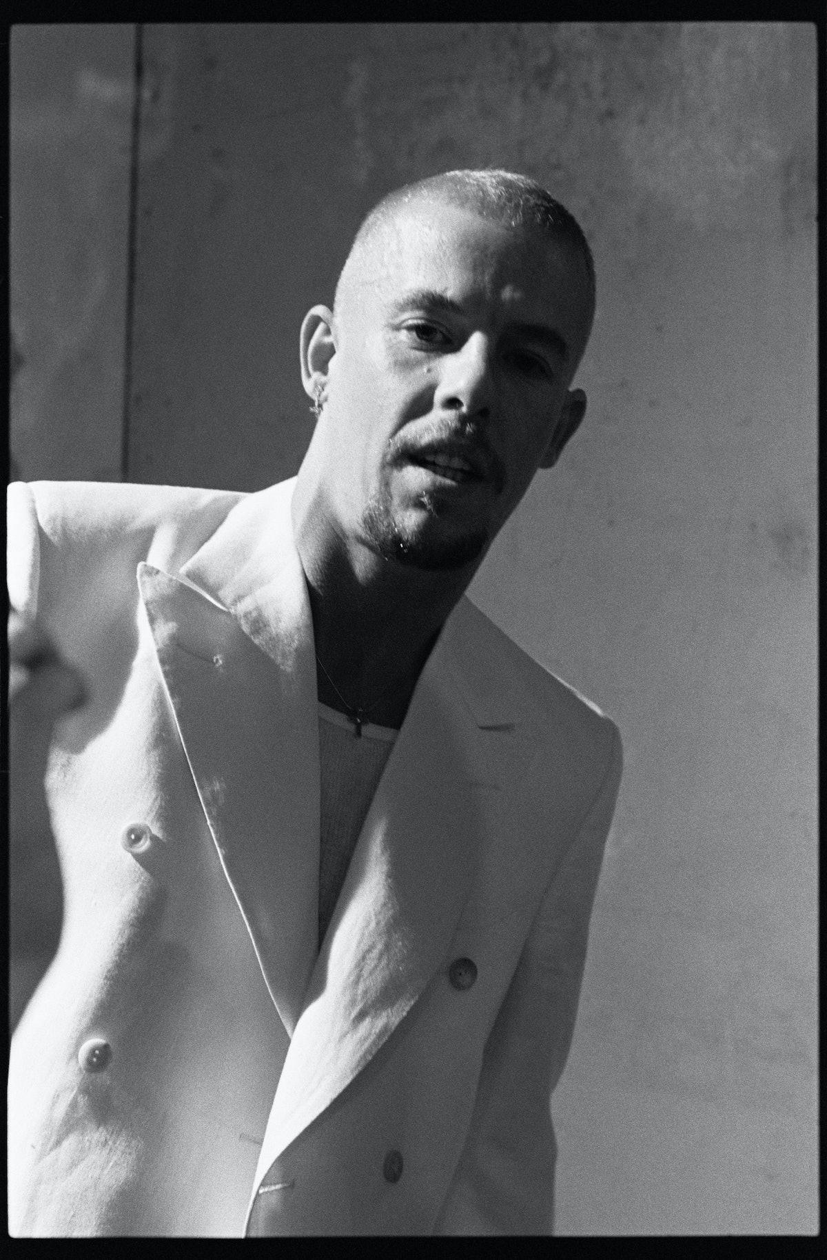 white-suit-ann-ray-2002-lee-mcqueen.jpg