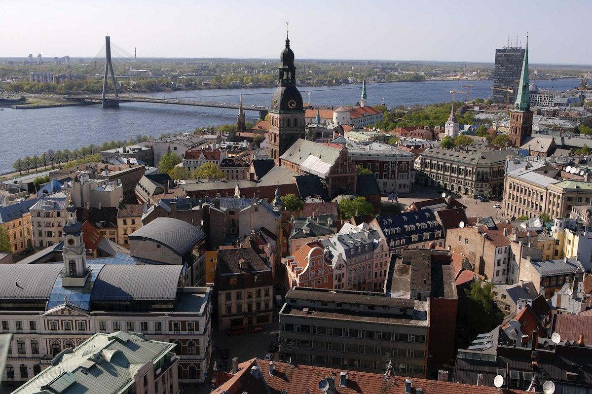 LATVIA-RIGA-SKYLINE-ILLUSTRATION