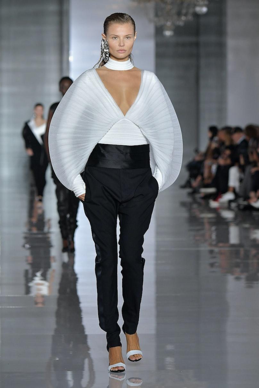 Balmain : Runway - Paris Fashion Week Womenswear Spring/Summer 2019