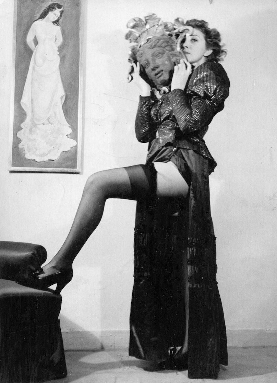 Leonor-Fini_Paris-c-1938_Anonymous_Courtesy_of_Leonor_Fini_Estate.jpg