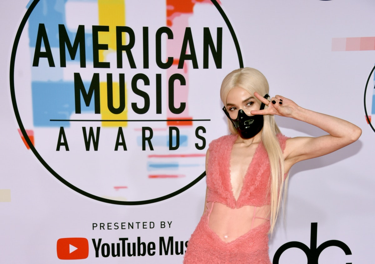 POPPY Wears A Black Mask At The AMAs 4