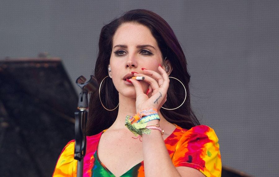 Lana Del Rey smoking