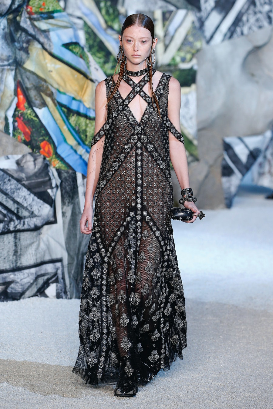 Alexander McQueen : Runway - Paris Fashion Week Womenswear Spring/Summer 2019