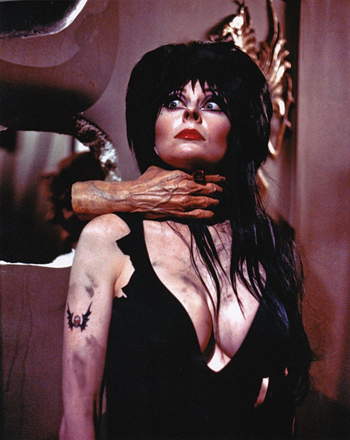 elvira-mistress-of-the-dark-2.jpg