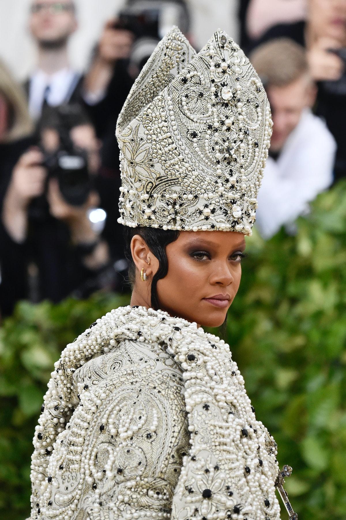 Rihanna - Met Gala eyebrows